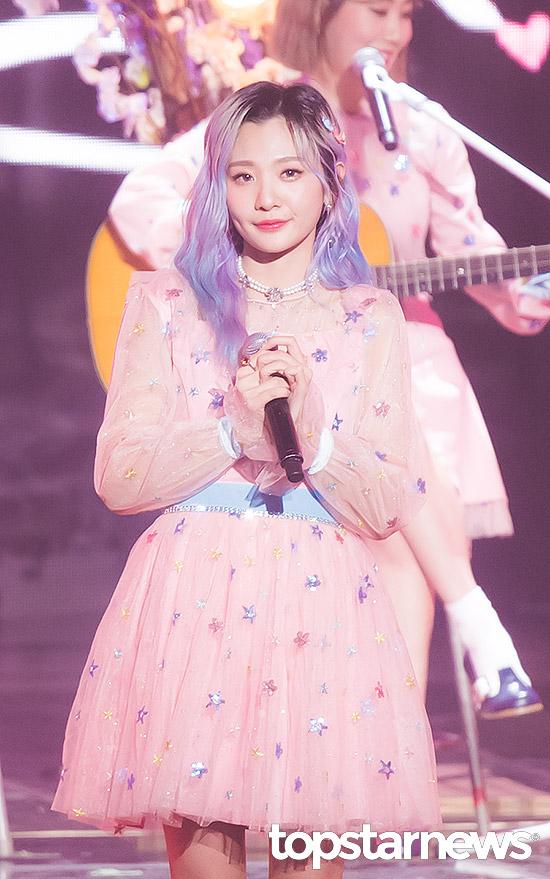 赤頬思春期(BOL4)アン・ジヨン、「桜」のようなピンク色のワンピースに「愛らしさ」を見せつけた2020 第9回ガオンチャートミュージックアワード写真23枚